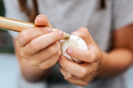Schritt-für-Schritt-Anleitung für Ostereier: Batikdesign mit Wachsmalkreiden