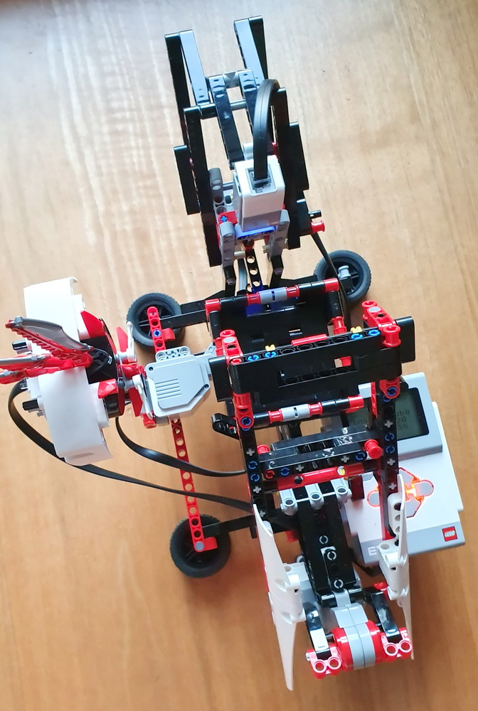 Lego Mindstorms Roboter löst Rubik's Cube