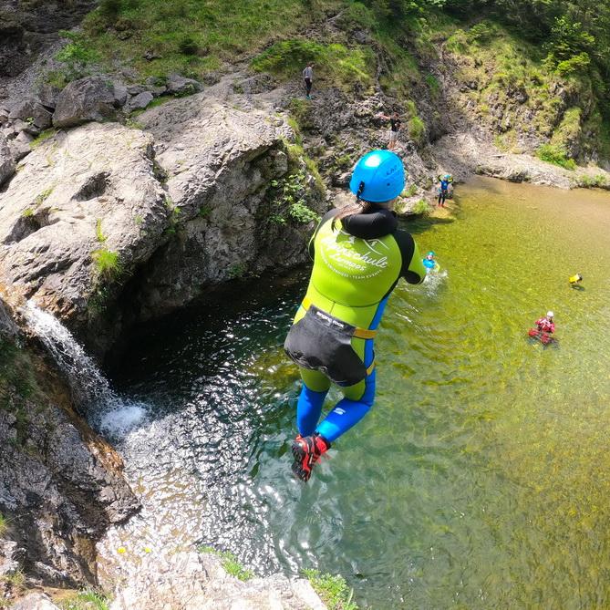 Canyoning: Mutti springt