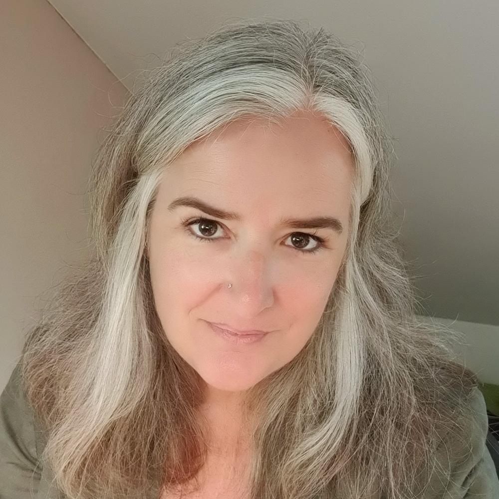 Frisur für graue Haare: offen
