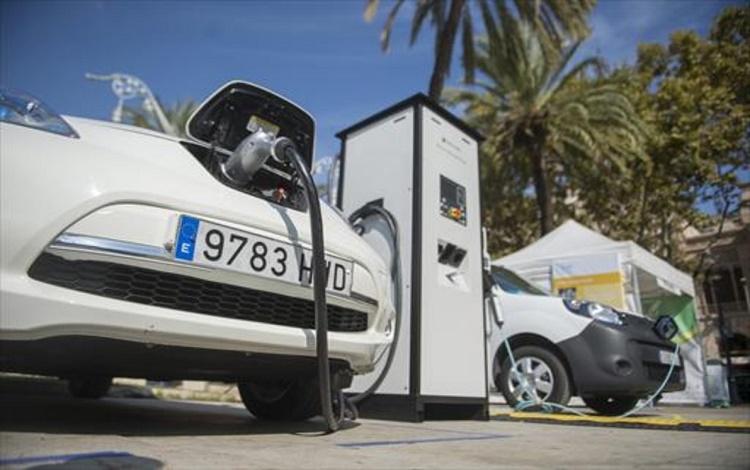 Más aseguradoras se suman a la oferta de pólizas para coches eléctricos