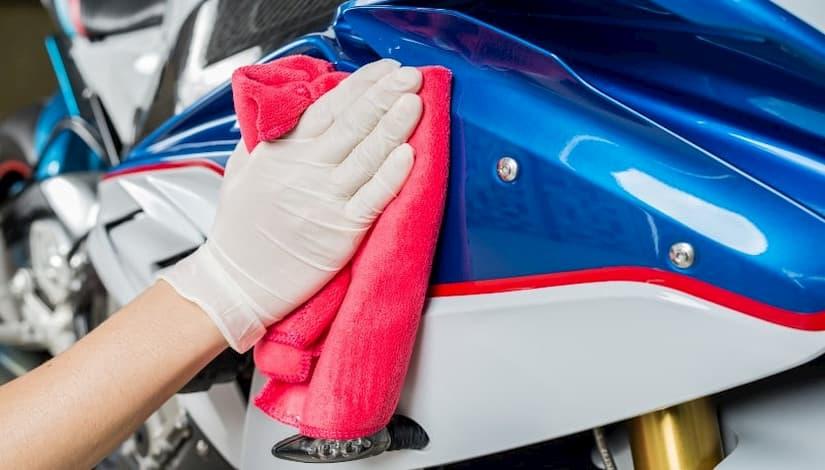 Mapfre ofrece consejos para mantenimiento limpieza moto