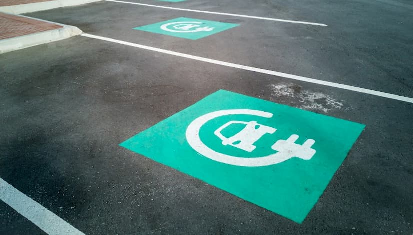 Mapfre incorpora nuevos servicios a su seguro para coches eléctricos o híbridos