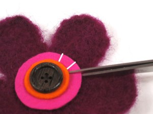 Free Tutorial: Needle Felted Flower Brooch - step 4