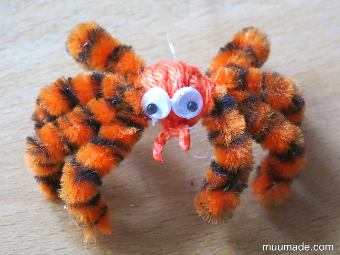 Easy to Make Halloween Spiders with Pipe Cleaners