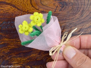 How to make tiny flowers from craft pipe cleaners