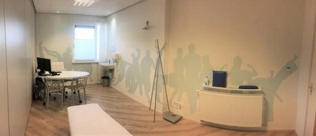 Muurschildering praktijkruimte fysiotherapie laten maken