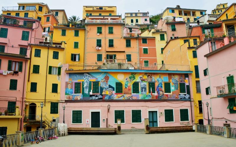 Cinque Terren värikkäät talot
