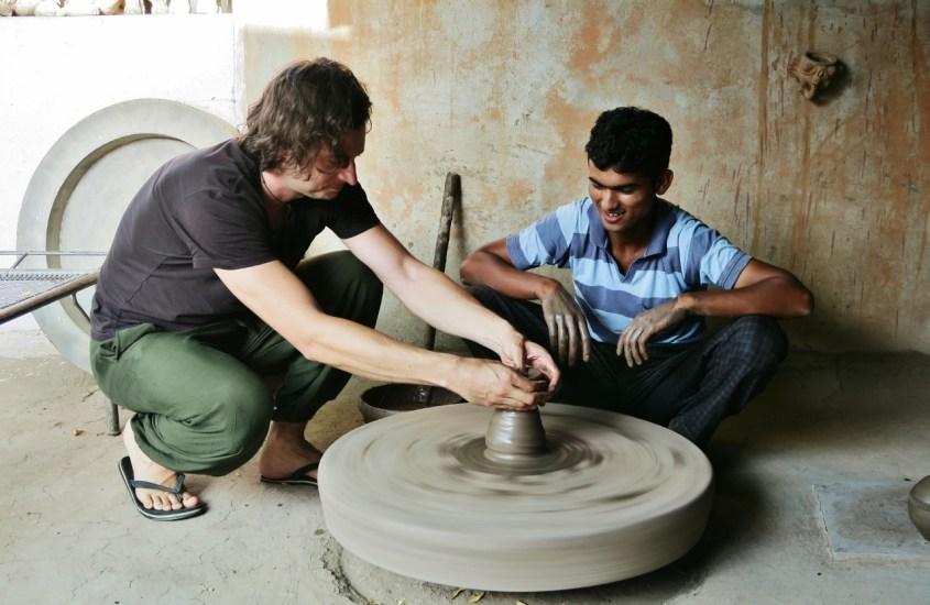 Rajasthanin moottoripyöräjumala ja oopiumimaistiaiset