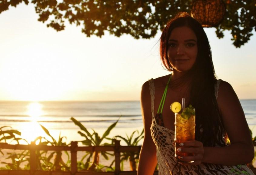 Auringonlaskudrinksulla Jimbaran Bayssä