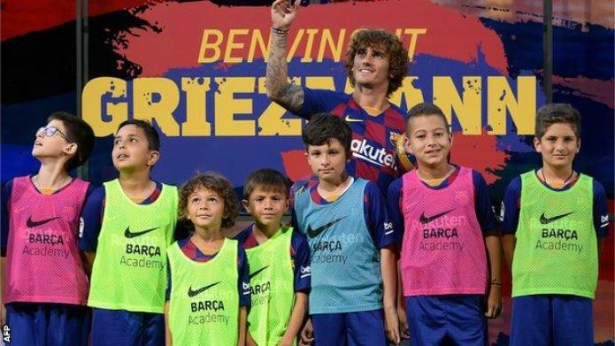 Antoine Griezmann: Atletico reaction to Barcelona move 'a pity' 1