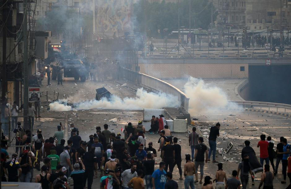 Iraq protests: At least two dead as security forces use tear gas 1