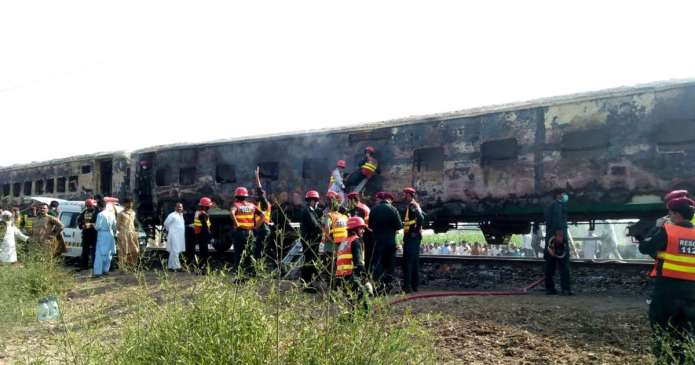 Pakistan: 65 people died in a moving train due to a fire 2