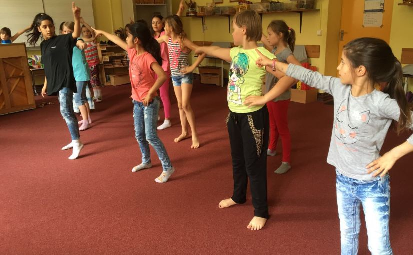kreativer Tanz zur Popmusik – Kleine Tänzer, große Show