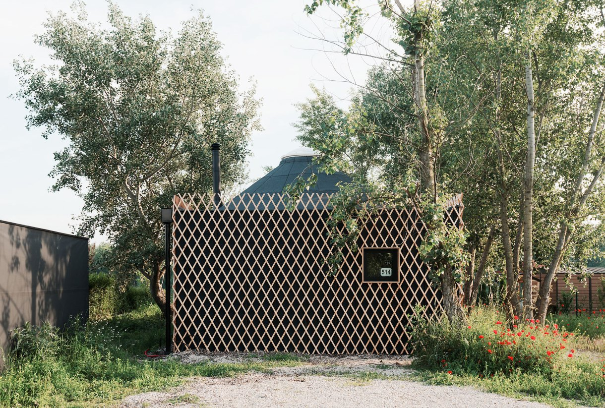 wooden-yurt-countryside