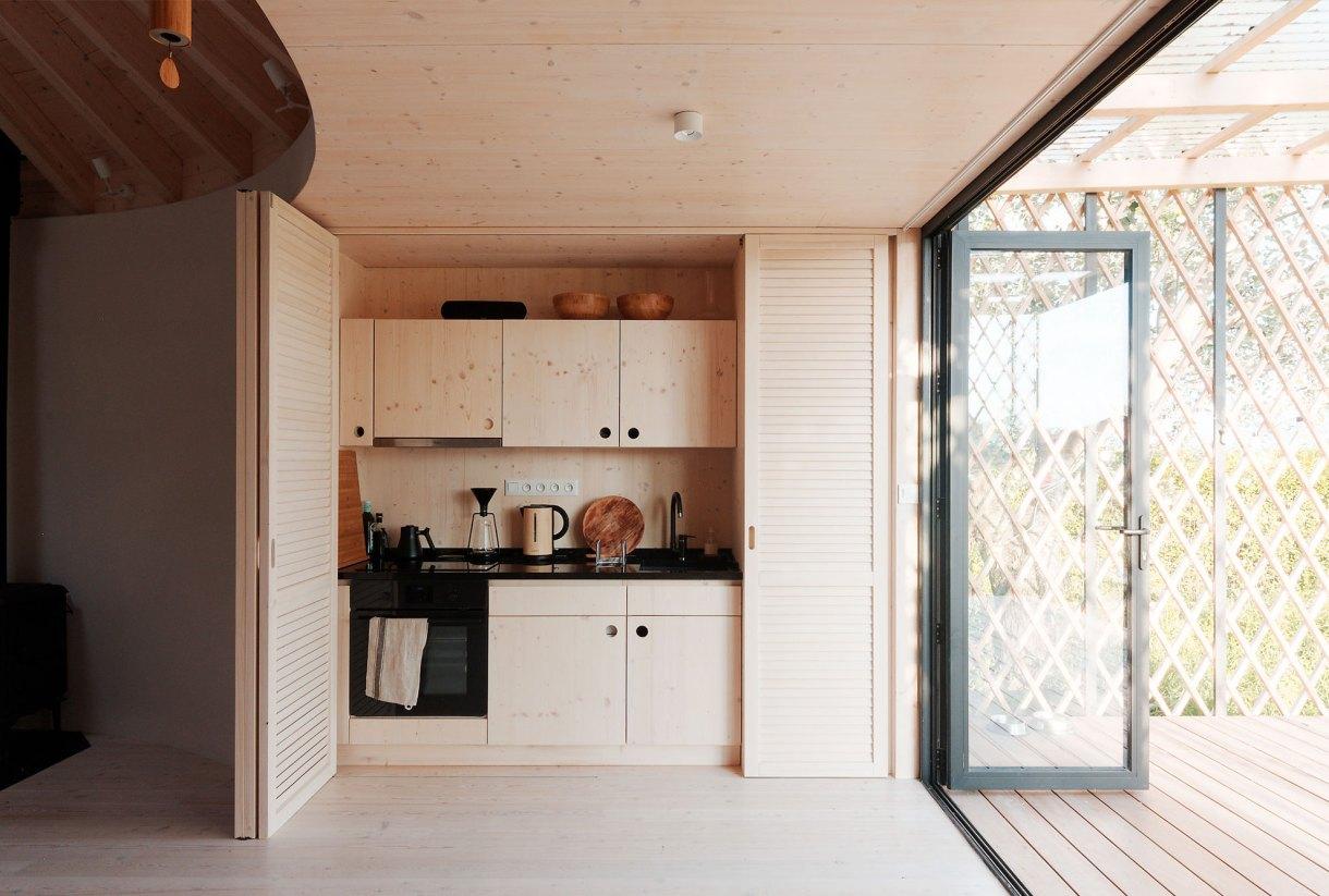 wooden-yurt-kitchen
