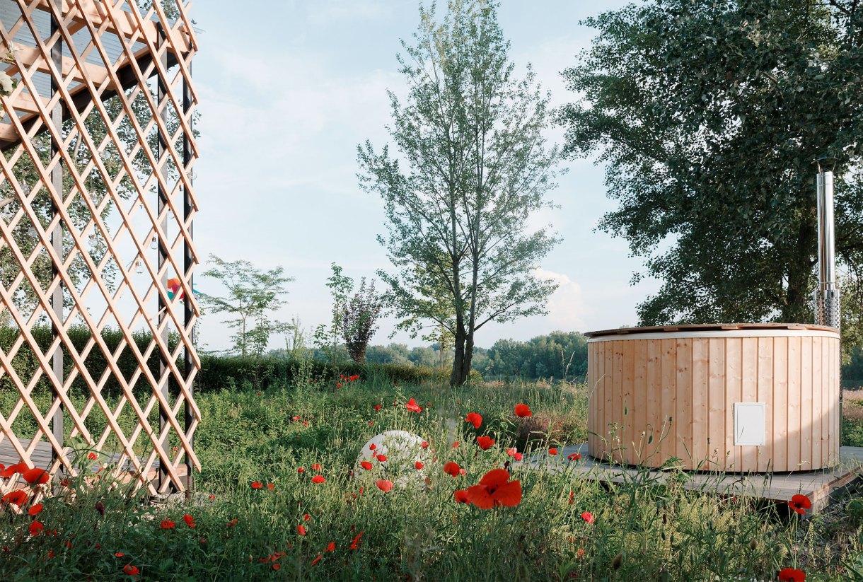 wooden-yurt-yard