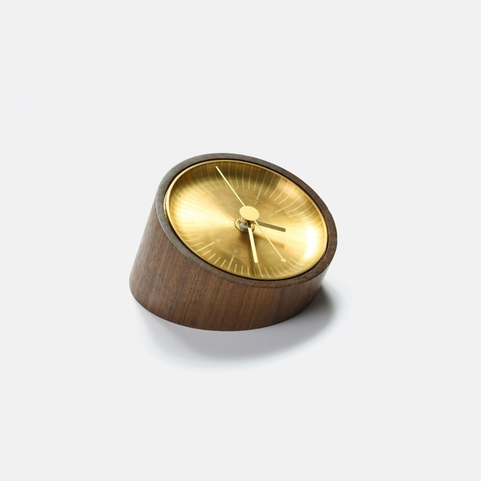 ey-product-timeless-wooden-clock-walunt