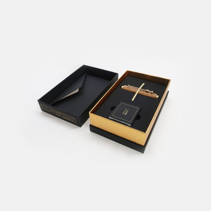 ey-product-wooden-link-pen-with-brass-ebony-smal-boxl