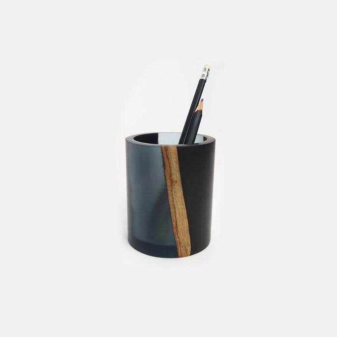 ink-wash-resin-wooden-pen-holder-with-pen