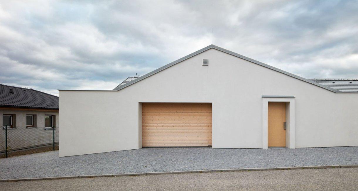 Family-House-Litvínovice-wooden-interior-element-car