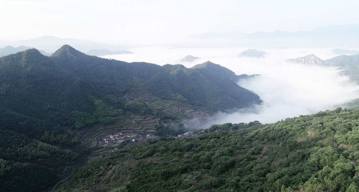 Mountain-house-in-Mist-green-mountians