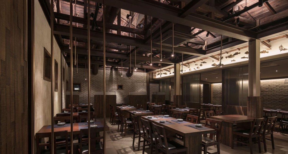 wooden-interior-korean-restaurant-GwangHwaMunHaeMu-open