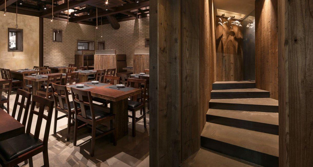 wooden-interior-korean-restaurant-GwangHwaMunHaeMu-table-hallway