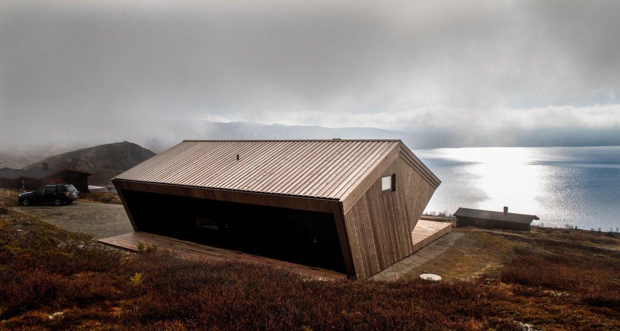 hooded-cabin-Arkitektærelset-Norwegian-architectural-studio-12