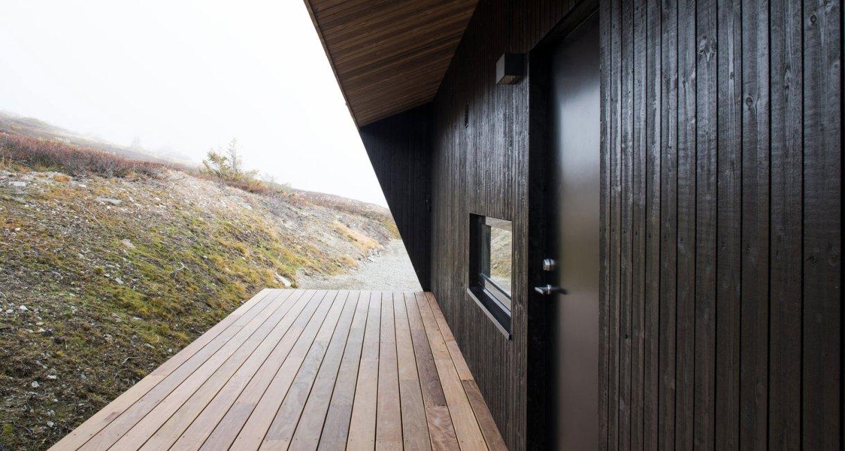hooded-cabin-Arkitektærelset-Norwegian-architectural-studio-2