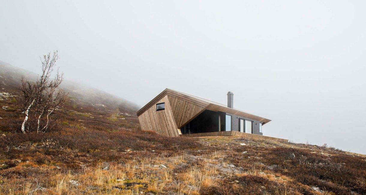 hooded-cabin-Arkitektærelset-Norwegian-architectural-studio-9