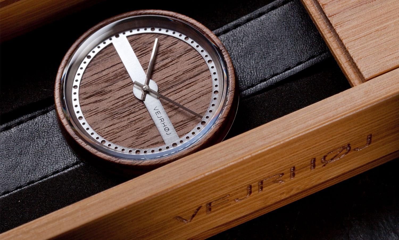 walnut-wood-stainlesssteel-NAUTIC-58-NORTH-123