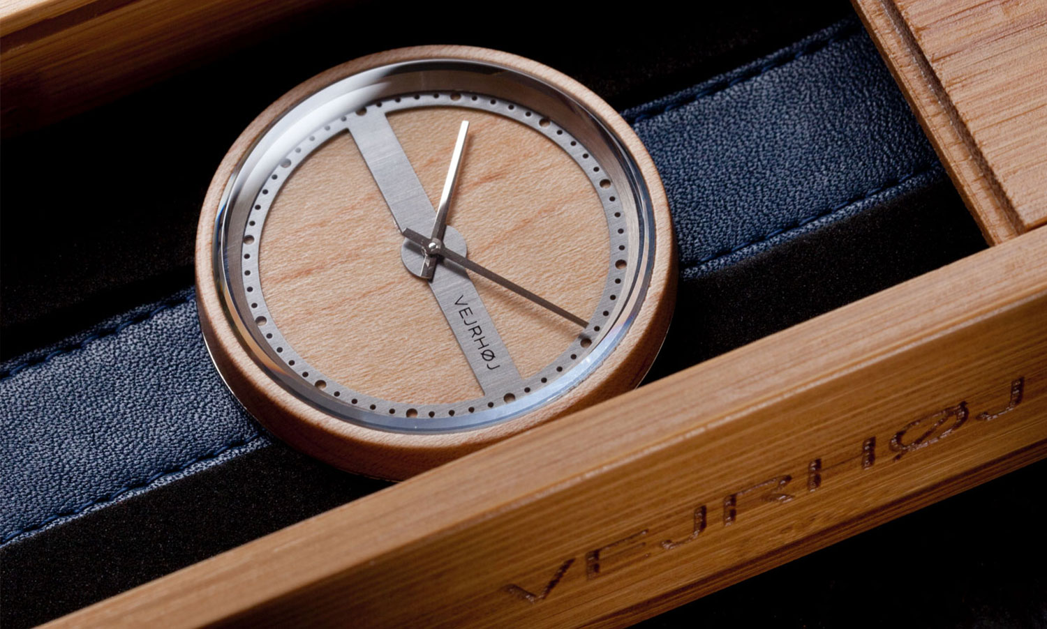 wooden-watch-maple-wood-stainless-steel-NAUTIC-70-NORTH-6