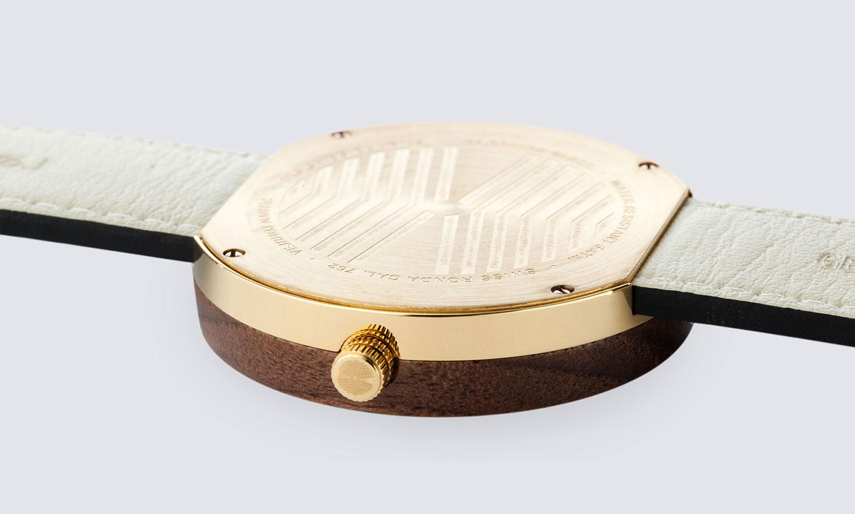 wooden-watch-walnut-gold-NAUTIC-68-NORTH-4
