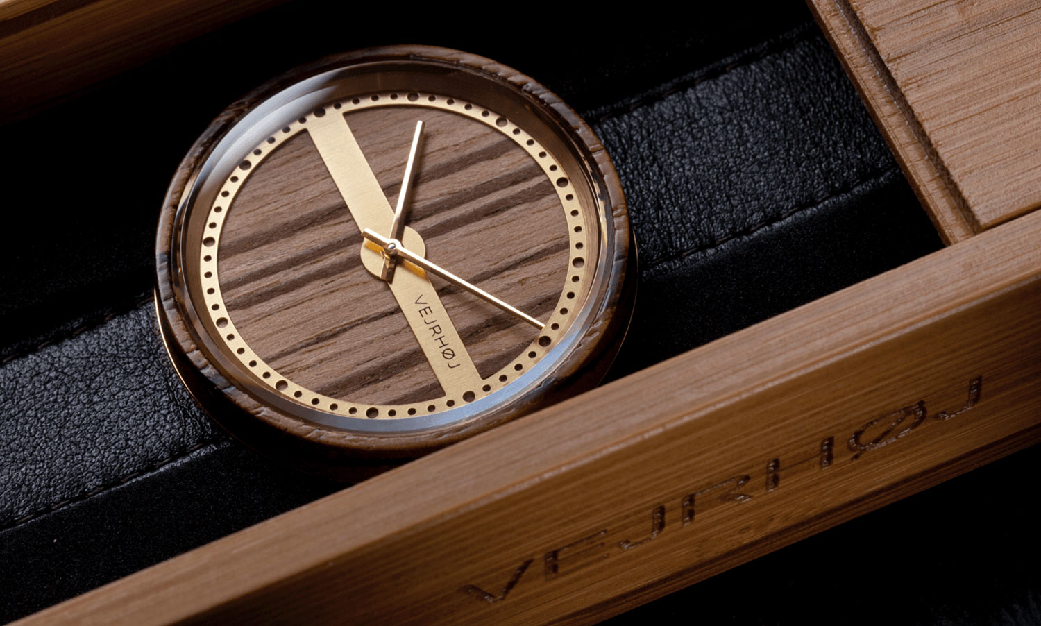 wooden-watch-zebrawood-gold-stainless-steel-NAUTIC-62-NORTH-2