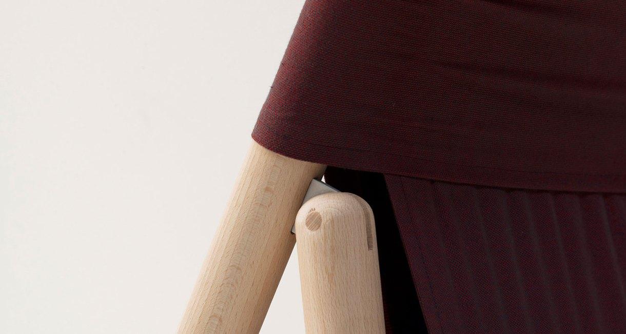 sustainable-folding-chair-L'Invitée_EpisodeStudio_beechwood-