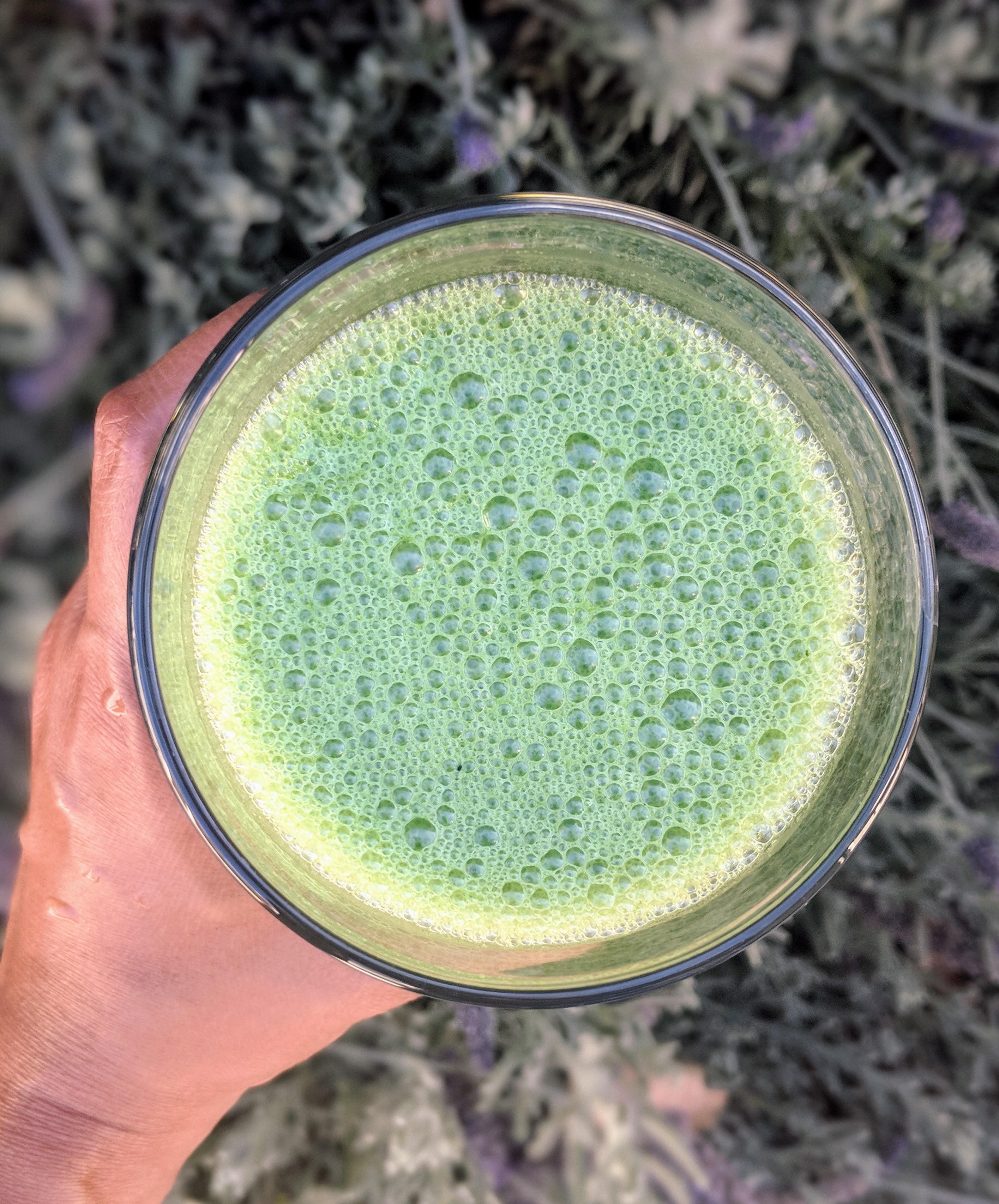 Cool Green Smoothie (Kale, Pineapple, Banana & Spirulina)