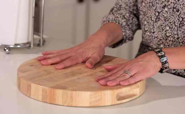 How To Keep Your Cutting Board From Slipping Muy Bueno