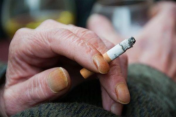 Resultado de imagen para uñas fumador