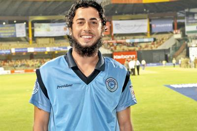 Left-arm spinner Sarfaraz Ashraf from Muzaffarpur took 6/0 in KSCA T20 Cricket