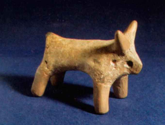 Стилизирана глинена фигура на говедо