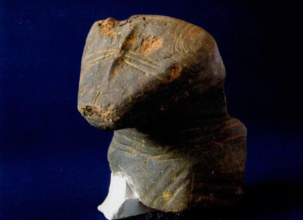 Дел од религиозен предмет - можеби жртвеник, во облик на животно, веројатно рис, керамика; Шуплевец, Долно Ореово