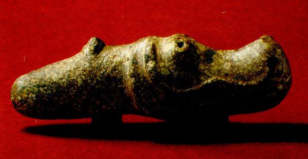 Скиптар од камен со стилизирана претстава на коњска глава, кој се поставувал на дрвена дршка, симбол на достоинство и водечки статус во племенската заедница, карактеристичен за коњаниците од степско-кавкаското подрачје; Шуплевец, Долно Ореово