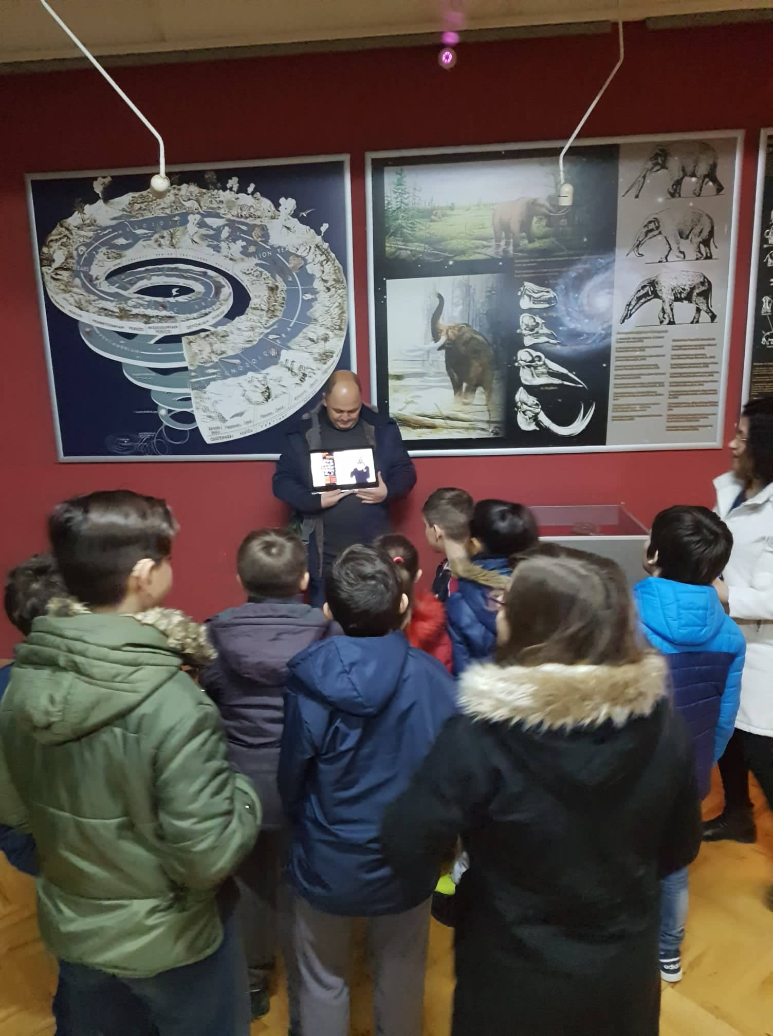 Photo 4 - Kids from Koco racin school visiting the museum - Increased accessibility and improved interpretation