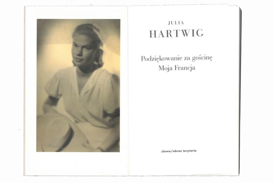 zdjęcie: portret młodej kobiety Julii Hartwig, oraz strona tytułowa jej tomu wierszy