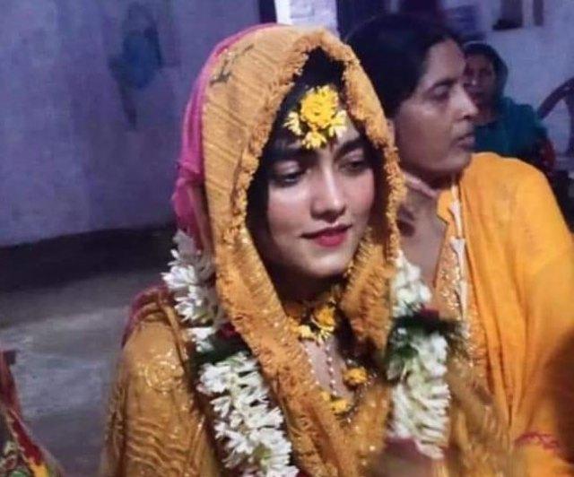 बता दें कि यह शादी मो. शहाबुद्दीन के जीवित रहते ही तय हो गई थी. दरअसल दिल्ली की जेल में बंद रहने के दौरान वे कोरोनावायरस से संक्रमित हुए और बीते एक मई को अस्पताल में उनकी मौत हो गई थी. इसके बाद परिवार काफी दिनों तक गम में डूबा रहा. अब ओसामा के साथ ही उनकी बहन की भी शादी से घर में रौनक लौटती दिख रही है. सभी इस जोड़ी की खुशी के लिए दुआएं दे रहे हैं.