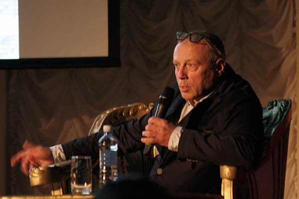 В рамках фестиваля «Кружева» состоялась творческая встреча главного редактора «МО» Андрея Устинова