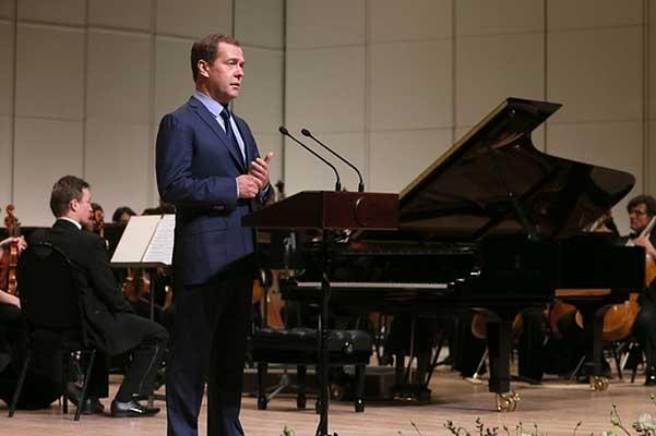 Медведев назвал правильным вложением денег создание новых объектов культуры