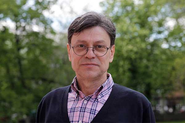 Художественный руководитель Платоновского фестиваля искусств Михаил Бычков поздравляет Андрея Устинова с юбилеем