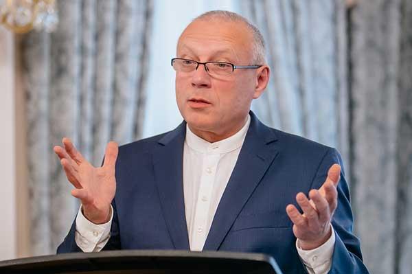 Андрей Устинов: «Те, кто прожил больше пятидесяти лет, испытали на себе несколько революций»